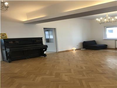 Piata Romana , apartament  in vila renovat , pretabil birou sau locuit